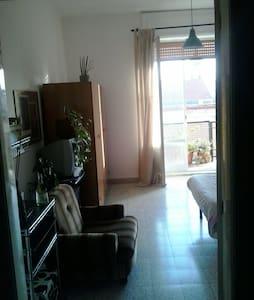 Stanza singola uomo appartamento  - Bari - Hus