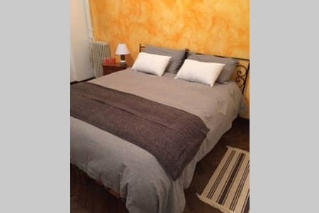 Double room in bohemian Montpelier - Maison
