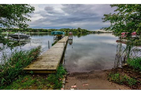 Lakefront Home on Fish Lake in Maple Grove, MN - Maple Grove - Hus