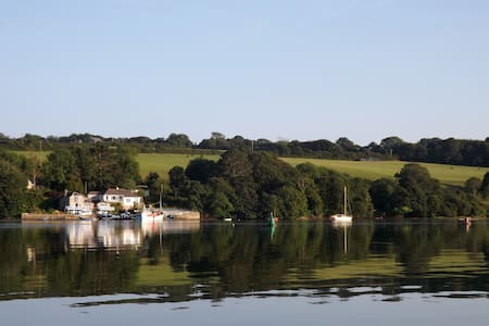 Holiday house beside Helford River. - Rumah