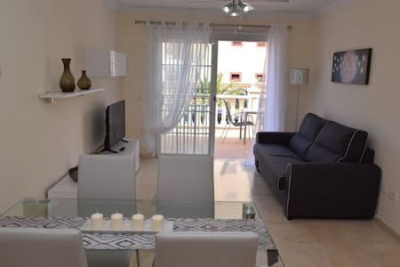 Lovely and confortable with terrace - WI FI free - Palm-Mar - Apartamento