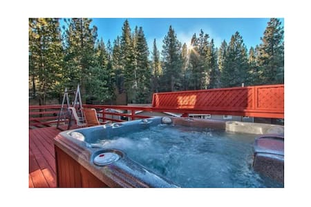 Heavenly Ski Chalet-HotTub-Sleeps10 - Casa