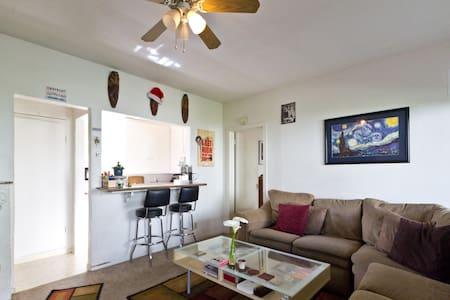 5 Blocks to Beach, Private, Fun - Santa Barbara - Wohnung