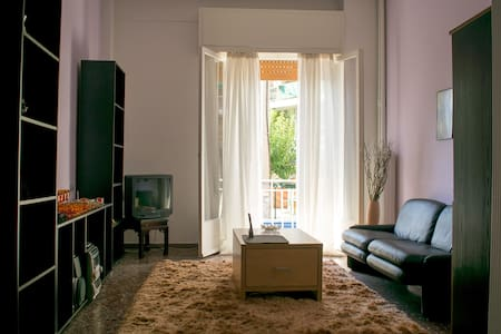 Athens cozy apt. in a historic area - Apartment