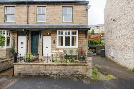 Lynton Spacious House perfectly located in village - Tideswell