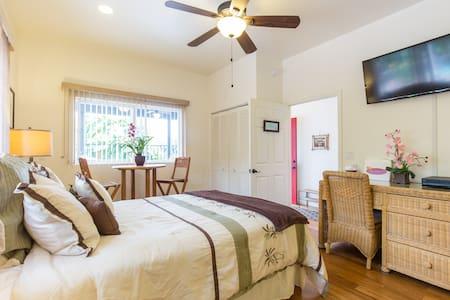 Pikaiki Room@Tutu's Tranquil Nest - Bed & Breakfast