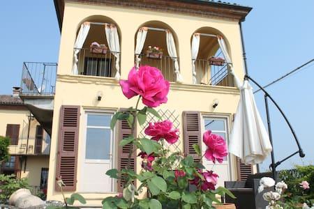 Room IL NOCCIOLO -TENUTA FAGNANETTO - Santo Stefano Belbo - Hus