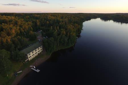 Hanging Horn Lakeside Resort - B&B/民宿/ペンション