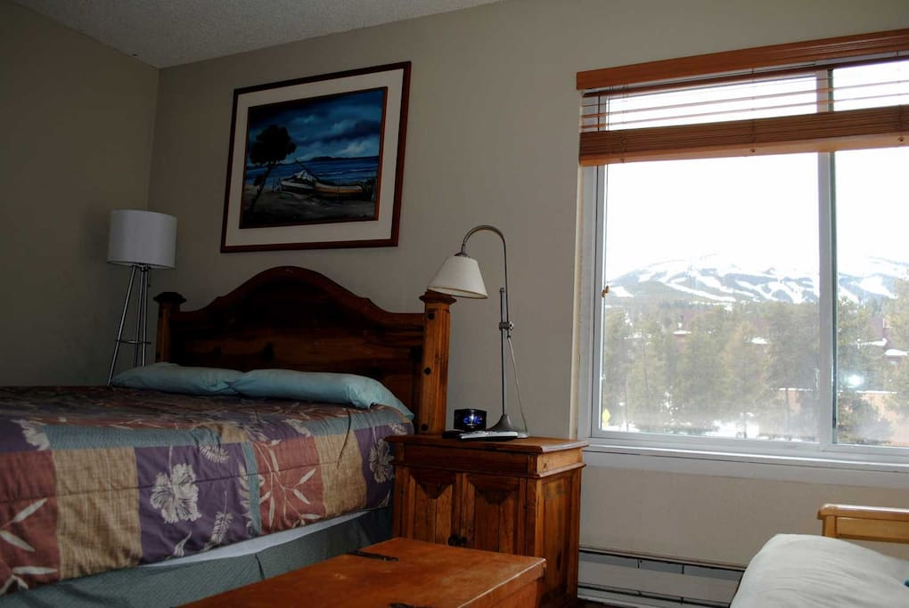 West facing apartment, great mountain view