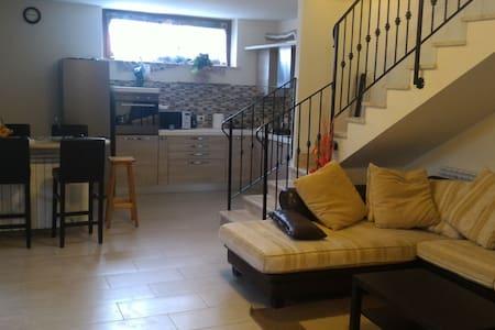 Ampio appartamento - Apartment
