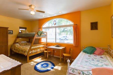Spacious n Comfy Suite, Sleeps 5!! - Anaheim - Bed & Breakfast