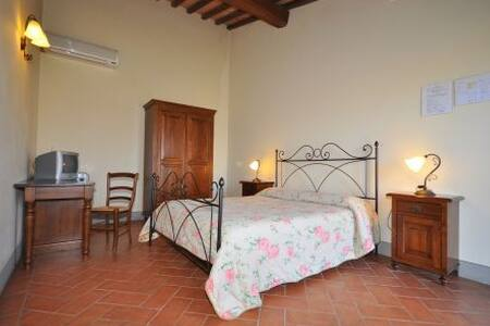 Deliziosa camera matrimoniale con bagno e doccia - Cerreto Guidi