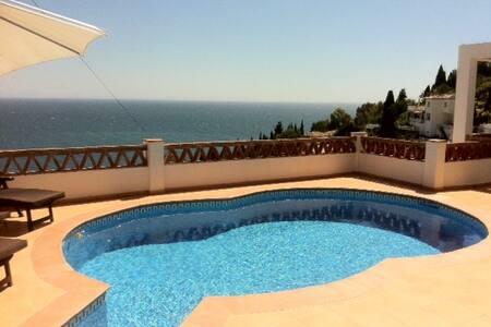 Private Villa mit Pool am Meer