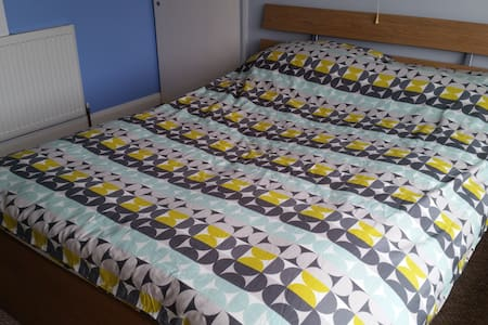 Spacious bay-fronted double room  - Wigston - Rumah