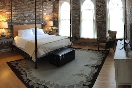 Stay Over Danville - Loft Retreat - Danville - Loteng Studio