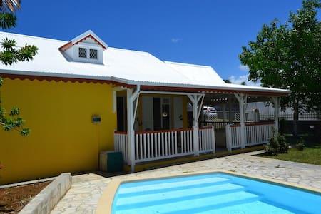 Charmante villa avec piscine, wifi - Ház
