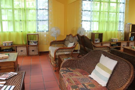 Private Hotel Room - double bed +air conditioning - Ponta Delgada - Domek gościnny