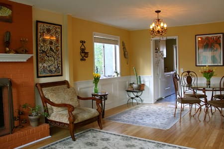 2Bd in Old Village 1 mile to Beach! - House