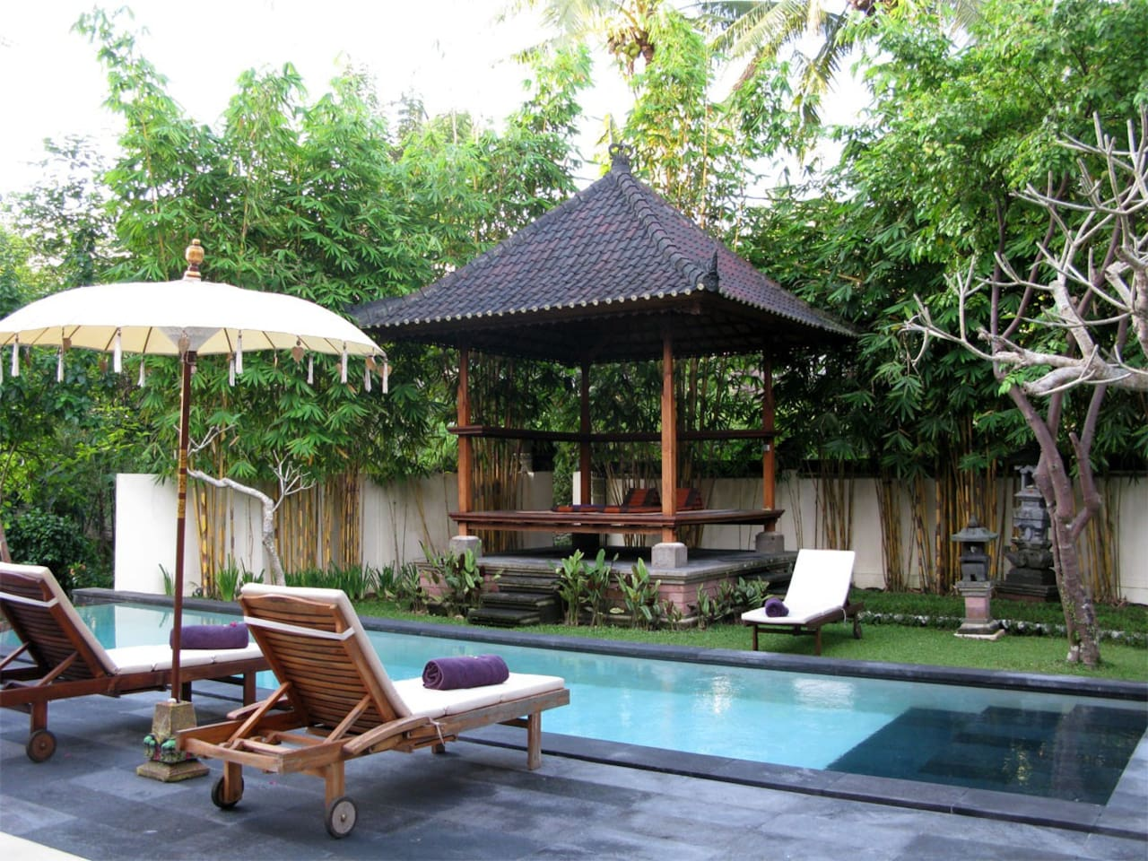 The villa's beautiful swimming pool and gazebo offer a relaxing retreat during your stay.