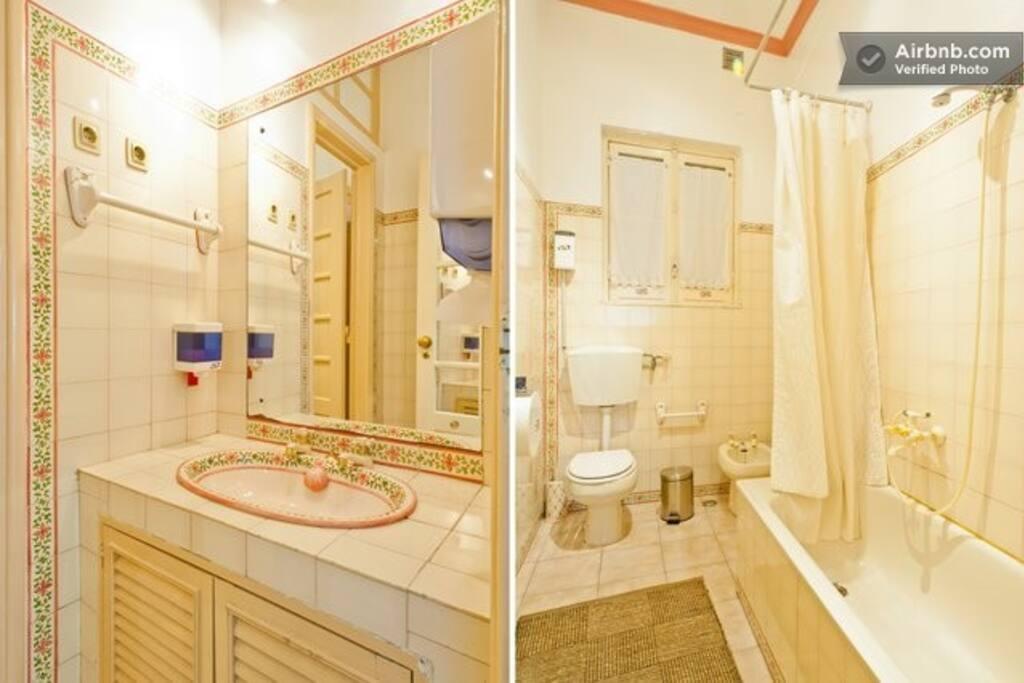 A pleasent bathroom.