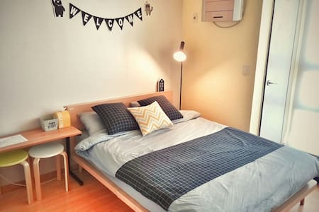 Clean, Cosy, 1Min to Dongdaemun :) - Apartment