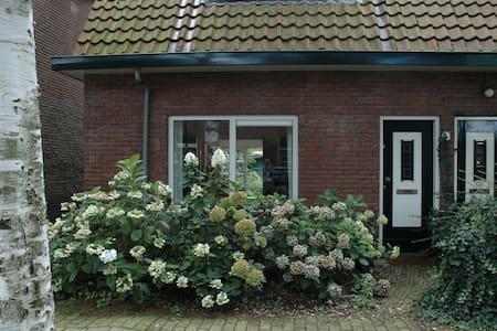 Cosy friendly house with garden - Ház