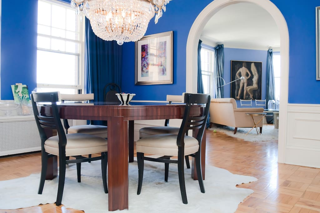 The diningroom pictures depict the Seven Deadly Sins. Views of the harbor. Yum.