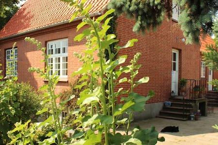 Hyggeligt hus i Gl.Lundeborg, ved skov og strand. - Hesselager - Huis