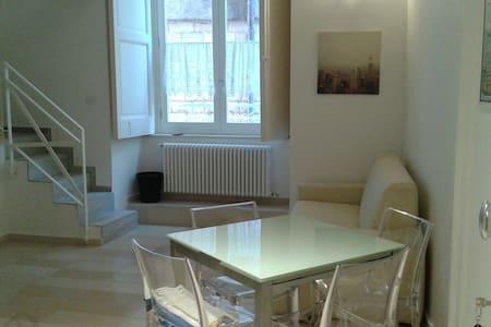 Delizioso appartamento nel centro storico - Huoneisto