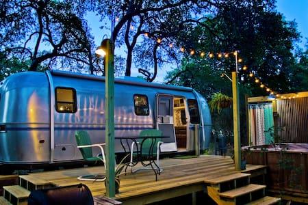 Super Cute Retro Airstream - Wimberley - Camping-car/caravane