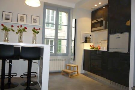 Maison de village sur trois niveaux - Valbonne - Haus