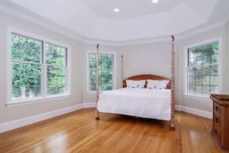 Luxury Bedrooms with en suite baths - Armonk - Maison