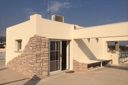 Rooftop studio w/ sea view - Appartement