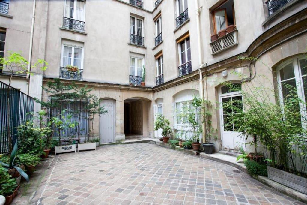 Petite chambre de bonne tout confort appartements for Chambre de bonne a louer paris