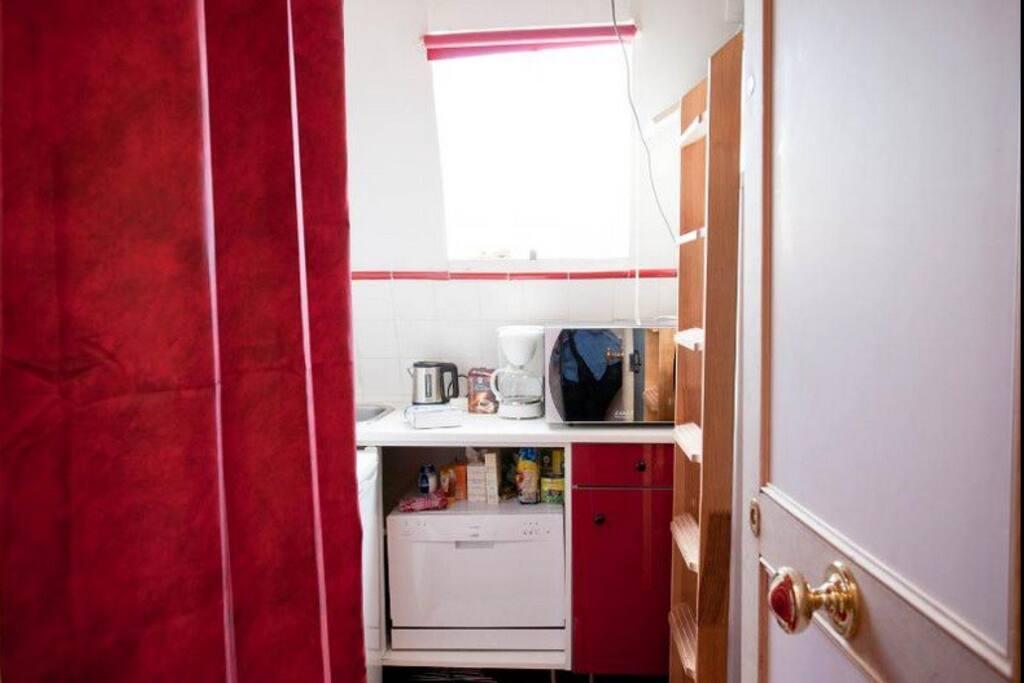 Chambre de bonne tout confort appartements louer paris for Chambre de bonne a louer paris