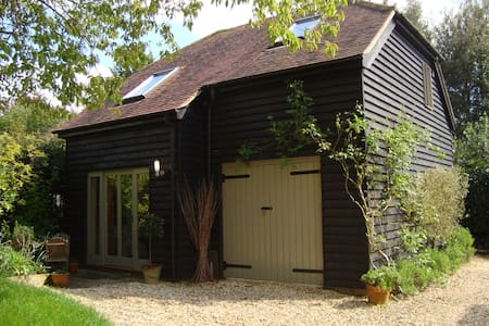 Charming Barn style B&B Winchester - Bed & Breakfast