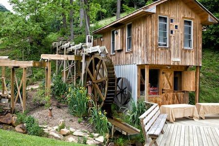 The Millhouse at East Fork Farm - Kulübe