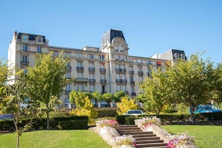 F1 meublé nuit/semaine/mois/cures - Apartment