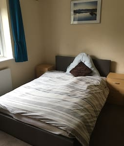 Cosy Room Available For Single Use In Lovely Flat - Uxbridge