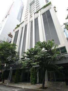 Cosy 1 BR penthouse in Salcedo Square Makati - Apartamento
