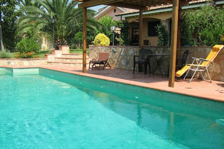 B&B VILLA w. SWIMMING POOL -Betulla - Bed & Breakfast