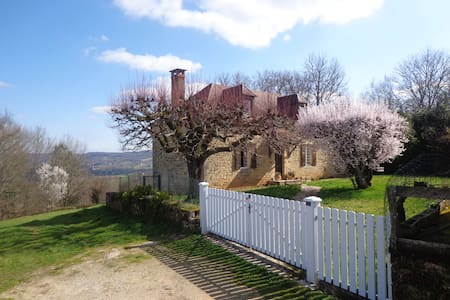 Superbe vue sur vallée de Dordogne! - House