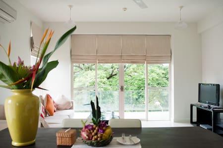 Dazzling Riverside Luxury 2 Bedroom Apartment - Lakás
