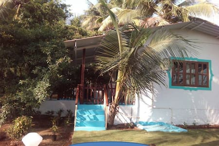 The Traders Cottage by the creek - Near Alibaug