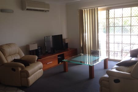 Great location, entire apartment - Indooroopilly