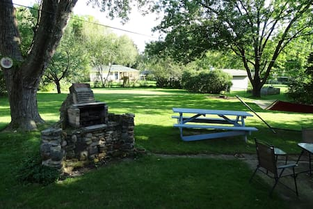 Clean, cozy home 15 minutes from downtown Madison - Madison - Haus