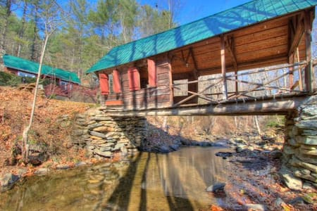 RiversEdge Covered Bridge Cottage / Dog Friendly - Vilas - House