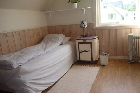 Nice and calm appartement in centrum of Volda:) - Casa