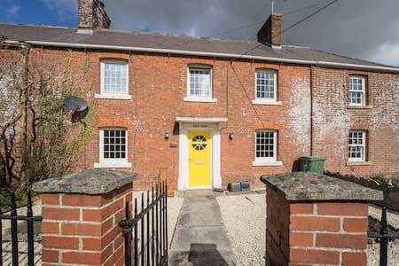 Lovely village family home - Chapmanslade  - House