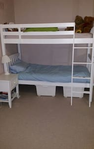 Cosy, convenient and cheap b and b - Dundonald - House